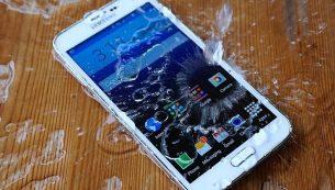 تعمیر گوشی موبایل آب خورده در چهار مرحله ساده