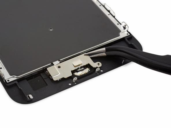 پیچ 2.4 میلیمتری نگهدارنده براکت دوربین اصلی آیفون 6 اس پلاس تعمیری را باز کنید. این پیچ در عکس با رنگ نارنجی نمایش داده شده است.