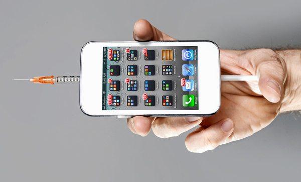 نشانه های اعتیاد به موبایل که احتمالا در شما وجود دارند!