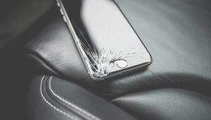 ال سی دی شکسته آیفون اپل خود را در تهران کجا تعویض کنیم؟
