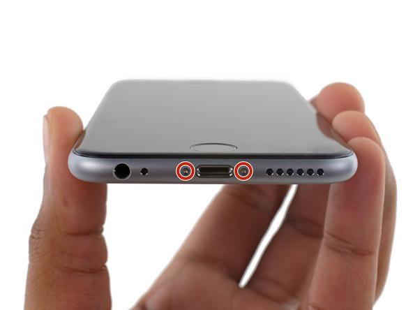 آیفون 6 اس تعمیری را خاموش کنید.دو پیچ 3.4 میلیمتری لبه زیرین گوشی را با پیچ گوشتی P2 باز کنید.