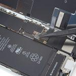 کانکتور باتری و سیم آن را تا حد امکان از سوکتش دور کنید تا کانکتور باتری در حین انجام سایر مراحل تعمیر به طور اتفاقی روی سوکتش قرار نگیرد و انتقال انرژی انجام نشود.