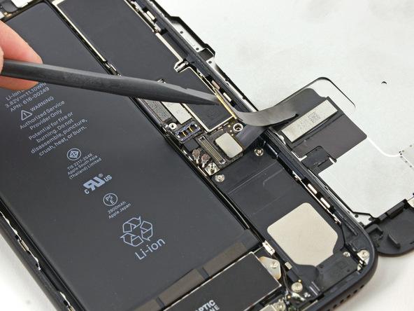 تعویض باتری آیفون 7 پلاس