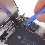 کانکتور صفحه نمایش آیفون 6 پلاس تعمیری را با قاب باز کن از روی برد جدا کنید.