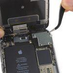 براکت کانکتور صفحه نمایش آیفون 6 اس تعمیری را از روی پنل پشت آن جدا کنید.