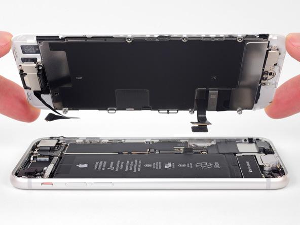 میتوانید صفحه نمایش یا همان ال سی دی آیفون 8 تعمیری را کاملا از بدنه گوشی جدا کنید.