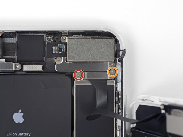 دو پیچ 1 میلیمتری و 1.2 میلیمتری که در عکس با رنگ قرمز و نارنجی مشخص شدهاند را با پیچ گوشتی سه سوء Y000 باز کنید.