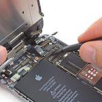 کانکتور کابل دیجیتایزر آیفون 6 تعمیری را از روی برد گوشی جدا کنید.