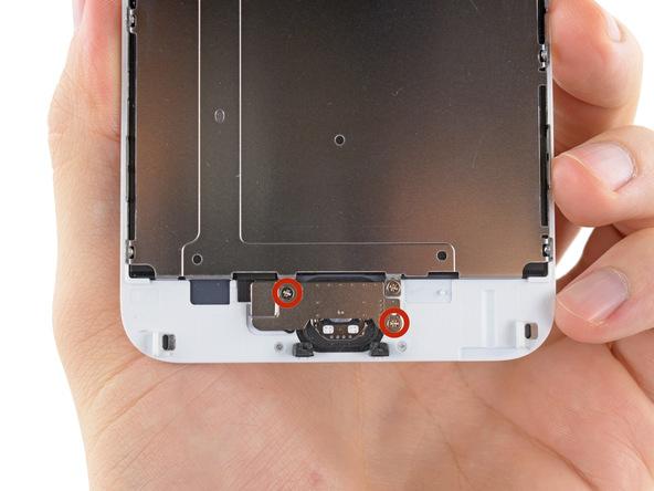 دو پیچ 1.8 میلیمتری براکت دکمه هوم آیفون را باز کنید.
