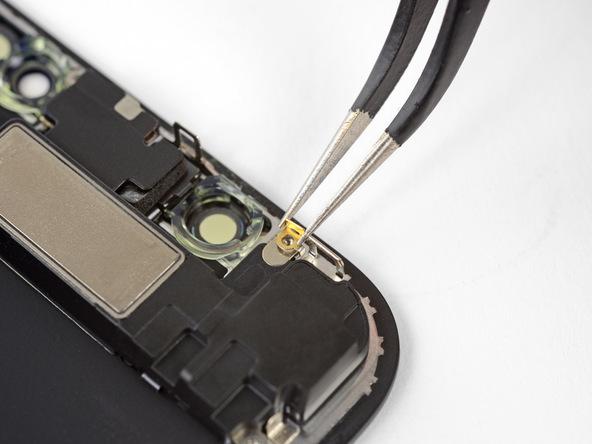 خیلی آرام با پنس کلیپس فلزی گوشه نمایشگر آیفون X تعمیری را از آن جدا کنید. این کلیپس دقیقا زیر پیچی قرار دارد که در مرحله قبل باز کرده بودید.