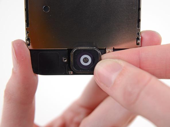 دکمه هوم یا همان تاچ آیدی آیفون 5 سی (iPhone 5C) تعمیری از درب جلوی گوشی جدا کنید.