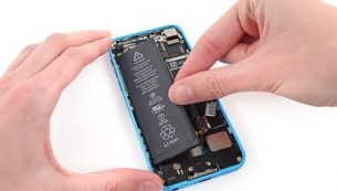 تعمیرات آیفون: تعویض باتری آیفون ۵ سی اپل
