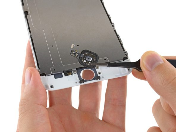 دکمه هوم آیفون 6 پلاس تعمیری را از روی درب جلوی آن بردارید.