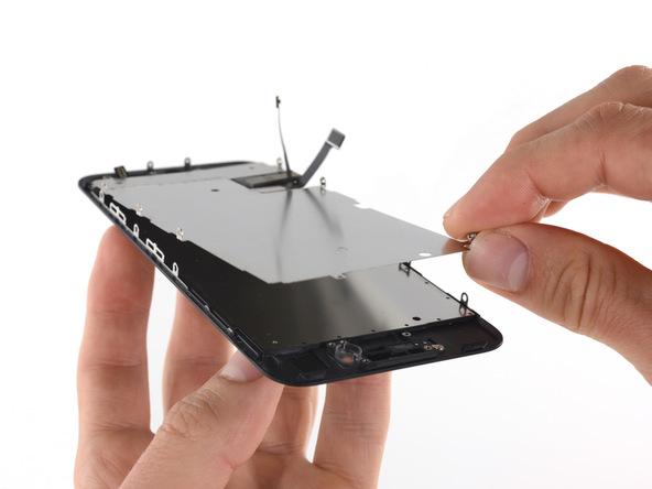 پلیت محافظ صفحه نمایش آیفون 7 را بردارید و آن را تعویض کنید.