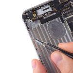 میتوانید تعویض دکمه ولوم آیفون 6 پلاس را انجام دهید. به منظور بستن گوشی باید تمام مراحل شرح داده شده را به ترتیب از انتها با ابتدا انجام دهید. چنانچه در رابطه با هر یک از مراحل تعمیر موبایل سوالی داشتید، میتوانید ضمن تماس با کارشناسان واحد پشتیبانی موبایل کمک از آن ها راهنمایی بخواهید.