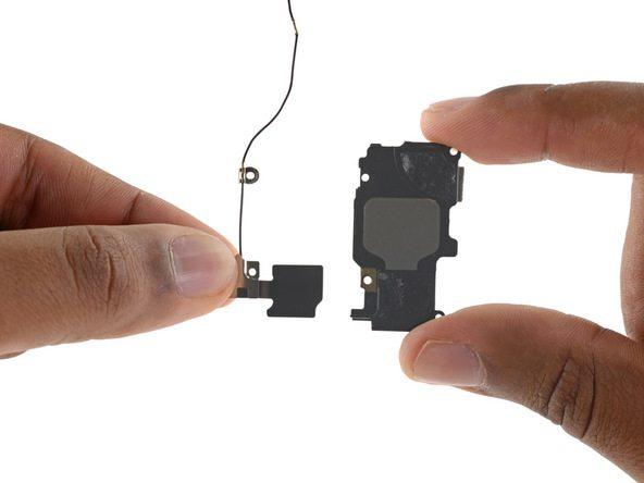 کابل و فلت وای فای آیفون 6 اس تعمیری را کاملا از روی اسپیکر گوشی جدا کنید.