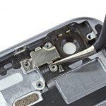 براکت فلش آیفون 6 تعمیری را از روی درب پشت گوشی جدا کنید.