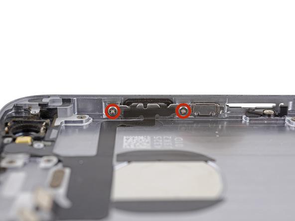 دو پیچ 2.2 میلیمتری براکت دکمه پاور آیفون 6 را از لبه سمت راست آن باز کنید.