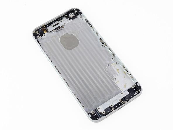 تنها چیزی که باقی مانده درب پشت آیفون 6 پلاس اپل است.
