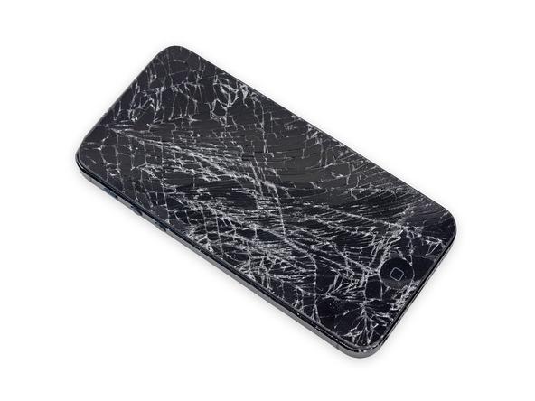 اگر صفحه نمایش آیفون 5 که باید درب پشت آن تعویض شود شکسته یا ترک دارد، حتما با چند لایه چسب نواری پهن روی آن را بپوشانید.