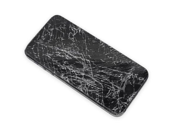 اگر صفحه نمایش آیفون 5 اسی که قرار است تعمیر شود شکسته یا حتی ترک دارد، پیش از شروع پروسه تعویض دکمه هوم آیفون 5S روی آن را با چند لایه چسب نواری پهن بپوشانید.