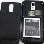 به آرامی درب پشت گوشی را به سمت عقب بکشید تا کاملا از بدنه Galaxy S2 T989 جدا شود.