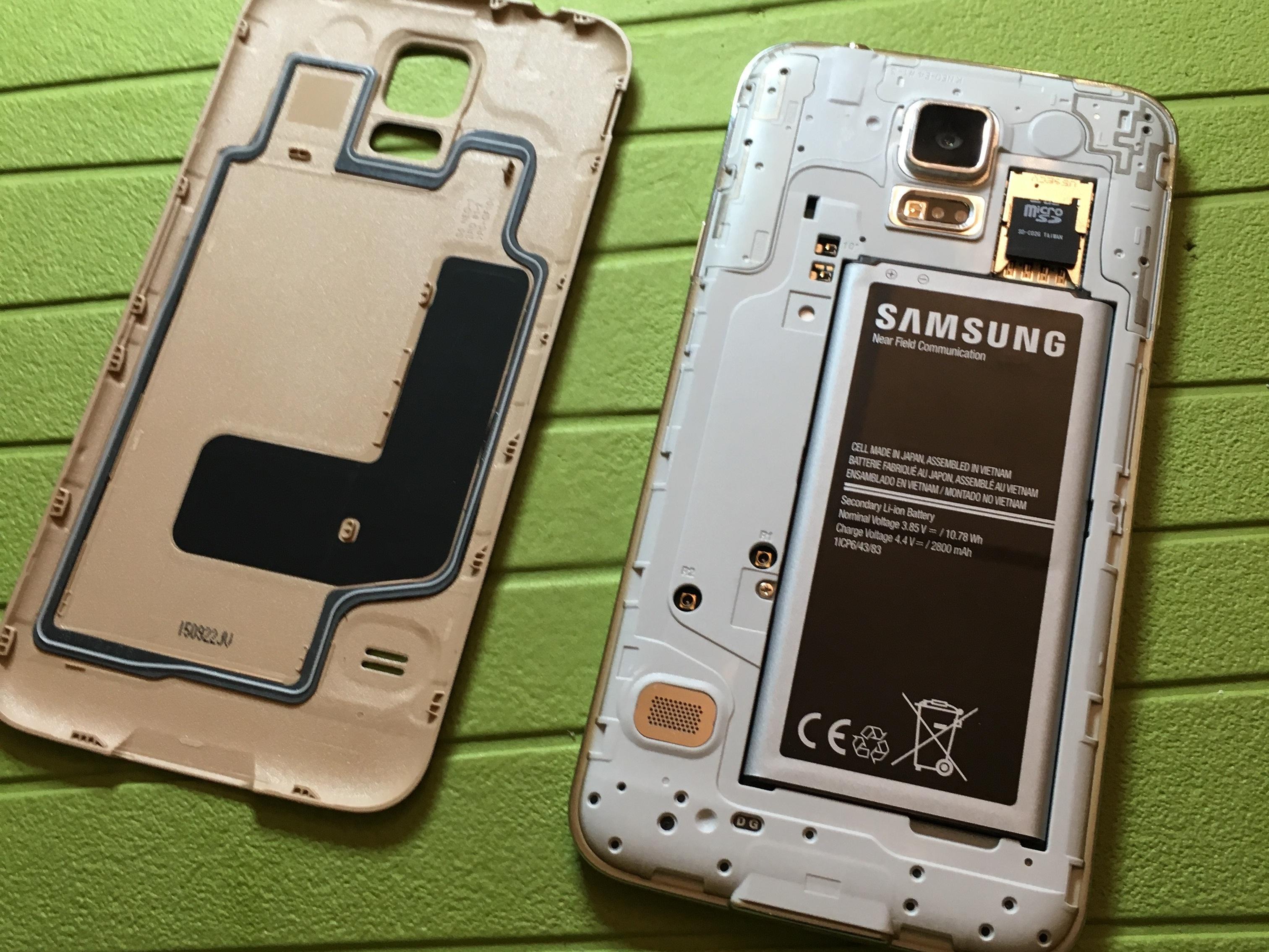 درب پشت Galaxy S5 Neo تعمیری را باز کنید.