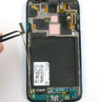 به آرامی برد ثانویه یا همان سوکت شارژ Galaxy S4 Active تعمیری را از بدنه گوشی جدا نمایید تا فقط تاچ و ال سی دی گوشی باقی بماند.