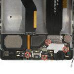 چهار پیچی که در عکس سوم با رنگ قرمز مشخص شدهاند را با پیچ گوشتی فیلیپس #000 از روی فلت شارژ گوشی باز نمایید.