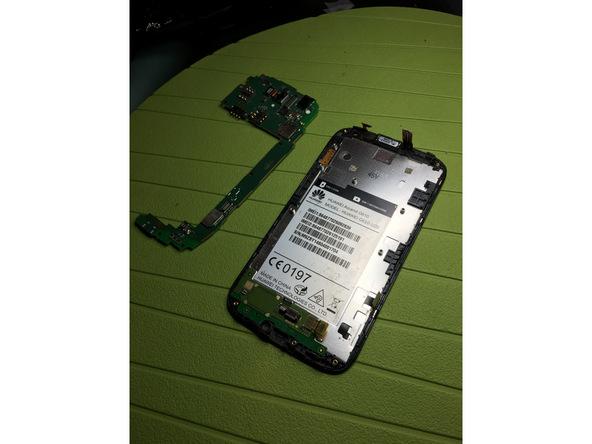 لبه برد گوشی را با دست گرفته و به تدریج آن را کاملا از روی قاب اسند G610 تعمیری جدا نمایید.