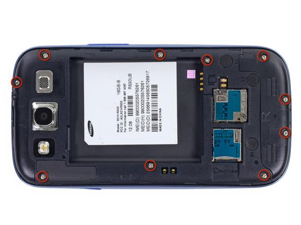 ده پیچ 4.0 میلیمتری نگهدارنده فریم میانی Galaxy S3 سامسونگ که در عکس با رنگ قرمز مشخص شدهاند را باز کنید.