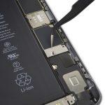 براکت کانکتور باتری آیفون 6 اس پلاس تعمیری را از روی پنل پشت گوشی بردارید.