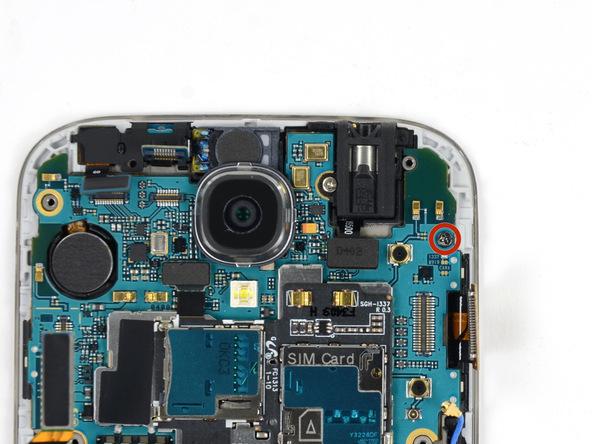 پیچ 2.4 میلیمتری گوشه مادربرد Galaxy S4 تعمیری را با پیچ گوشتی #00 باز کنید.