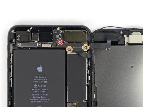 دو پیچ 1 میلیمتری که در عکس با رنگ نارنجی نمایش داده شدهاند را با استفاده از پیچ گوشتی سه سو Y000 باز کنید.