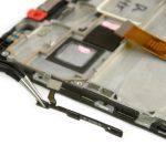 سیم پاور و ولوم گوشی را هم با پنس از لبه سمت چپ فریم ال سی دی میت 8 تعمیری جدا نمایید.