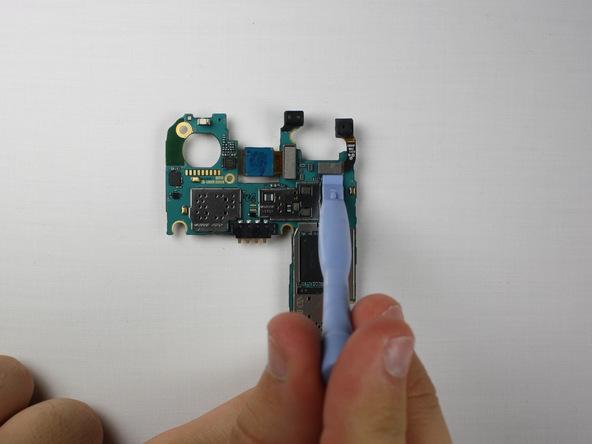 کانکتور دوربین سلفی گلکسی اس 5 مینی تعمیری را از روی برد باز کنید.
