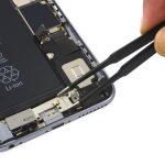 براکت ویبراتور آیفون 6 اس پلاس تعمیری را برداشته و از پنل پشت گوشی جدا کنید.