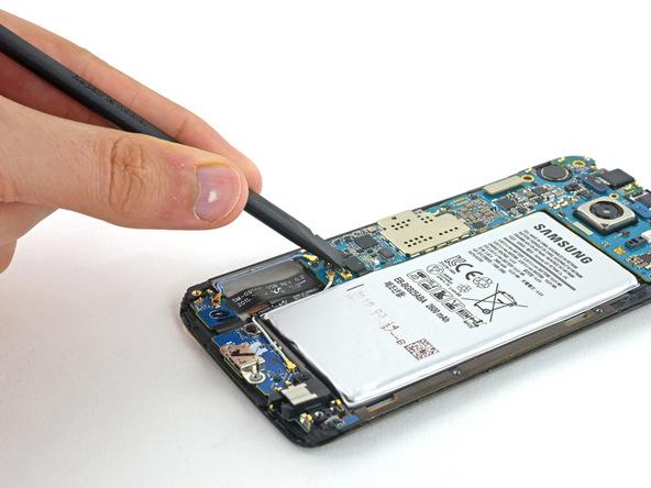 کانکتور دکمه هوم گلکسی S6 Edge را باز کنید.