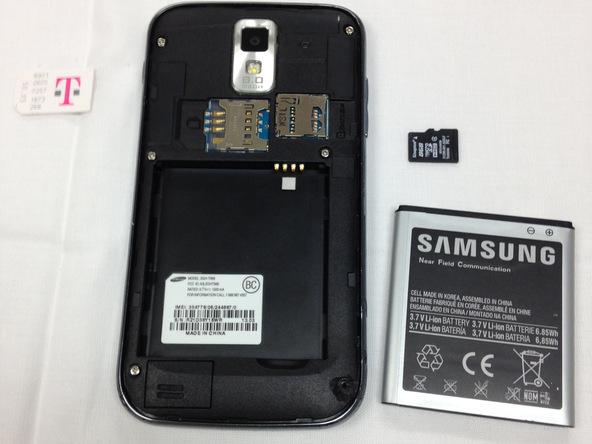 باتری، سیم کارت و حافظه SD گوشی را از آن خارج کنید.