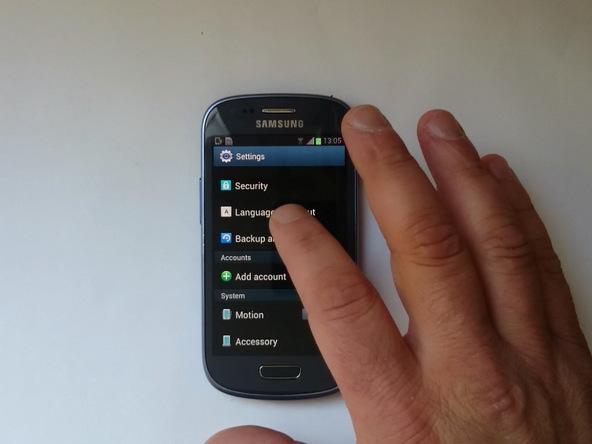 در برخی شرایط دیده شده که فکتوری ریست کردن گلکسی اس 3 مینی (Galaxy S3 Mini) منجر به رفع ارور Camera Failed و اجرا نشدن دوربین گوشی شده است. بنابراین توصیه میکنیم از اطلاعات دستگاه بکاپ تهیه کرده و آن را فکتوری ریست کنید.
