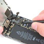 کانکتور صفحه نمایش آیفون 5 اس تعمیری را باز کنید.