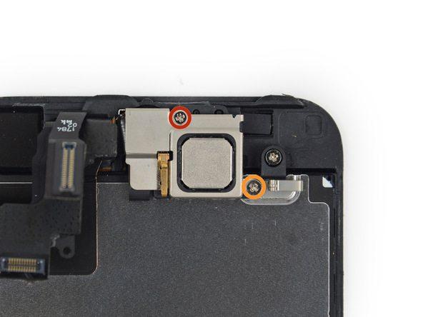 دو پیچ 4.0 میلیمتری و 2.3 میلیمتری که به ترتیب در عکس با رنگ های قرمز و نارنجی مشخص شدهاند را باز کنید.