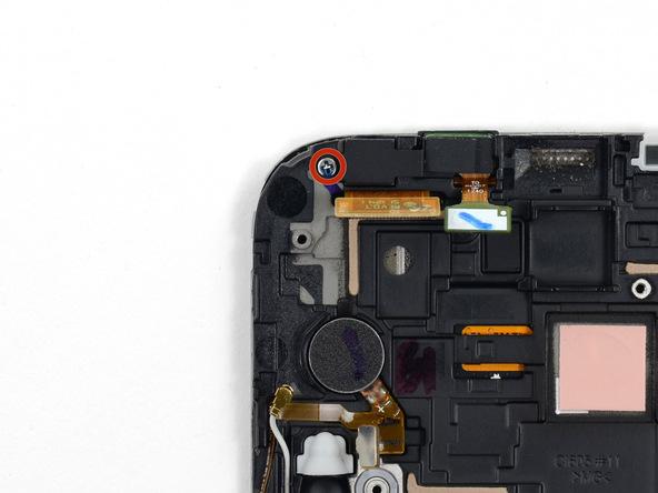 پیچ 3 میلیمتری که در عکس با رنگ قرمز مشخص شده را با پیچ گوشتی فیلیپس #00 باز کنید. این پیچ نگهدارنده براکت دوربین سلفی گلکسی نوت 2 است.