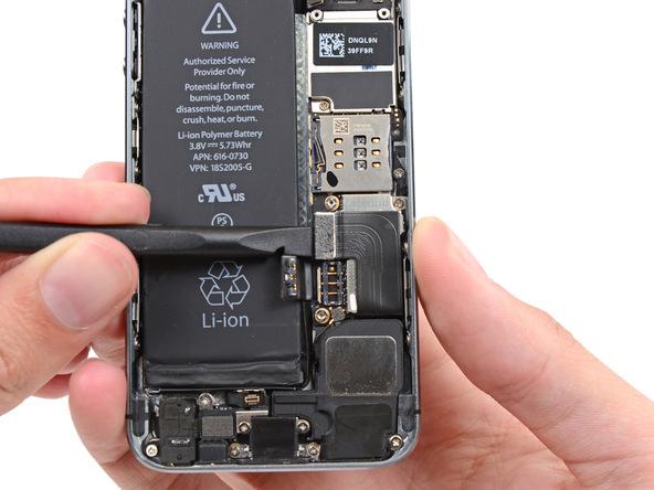 کانکتور لایتنینگ کانکتور آیفون 5s تعمیری را باز کنید.