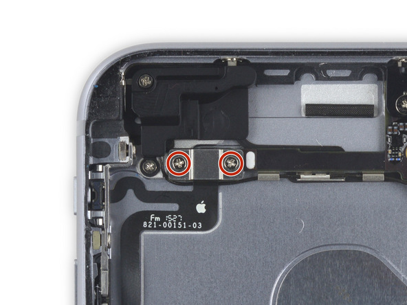 دو پیچ 2.7 میلیمتری که در عکس با رنگ قرمز نشان داده شدهاند را باز کنید.