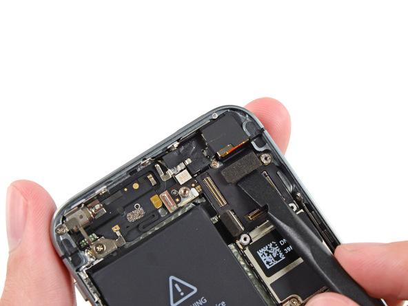 کانکتور دوربین اصلی آیفون 5S تعمیری را باز کنید.