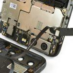 با نوک اسپاتول سر صاف کانکتور اسکنر انگشت هوآوی P10 تعمیری را از روی برد گوشی آزاد کنید.
