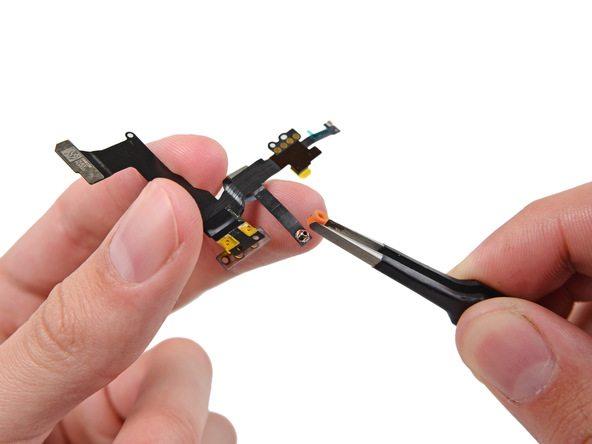 کاور پلاستیکی روی میکروفون مجموعه دوربین جلوی جدید آیفون 5S تعمیری را باز کنید.