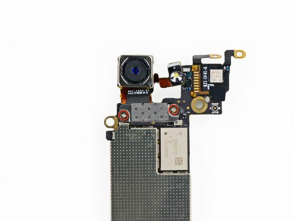 دو پیچ 1.1 میلیمتری که در عکس با رنگ قرمز مشخص شدهاند را از روی مادربرد آیفون 5 تعمیری باز کنید.