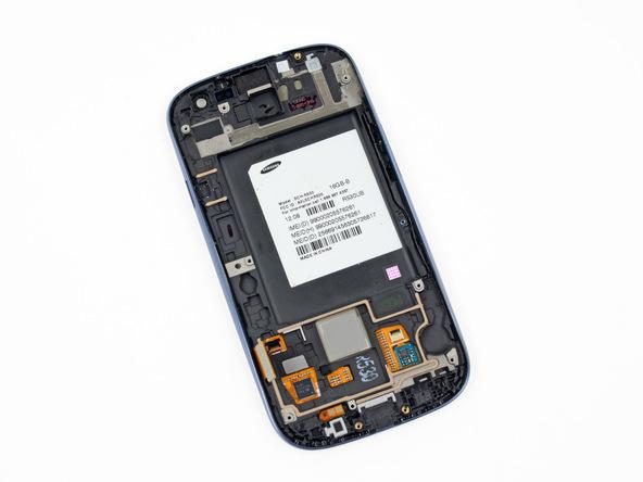 تمام چیزی که باقی مانده صفحه نمایش (تاچ و ال سی دی) گوشی است. بنابراین میتوانید تعویض صفحه نمایش گلکسی اس 3 را انجام دهید. برای بستن گوشی لازم است مراحلی که شرح داده شدند را به ترتیب از انتها به ابتدا مرور کرده و در صورت نیاز انجام دهید. چنانچه در رابطه با هر یک از مراحل تعمیرات موبایل عنوان شده سوالی داشتید، میتوانید ضمن تماس با کارشناسان واحد تعمیر شرکت موبایل کمک از آن ها راهنمایی دقیق تری بخواهید.